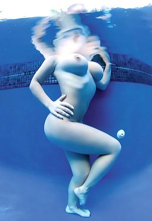 Big Tits Underwater Porn Pictures